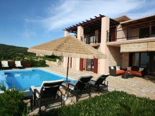 EDEN Lefkada seafront villa EVA 4+2 pers,private pool, 30m private sea access