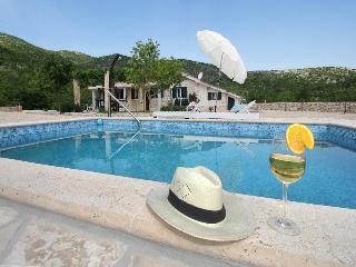 Beautiful villa near Makarska,no neighbors,heated  pool,free bikes