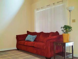 LUX Condo in great NOLA location, New Orleans