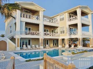 'Kiva Grand' Luxury Home, Beachfront Pool + Elevator