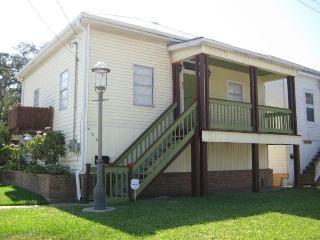Tree House Cottage - Near Beach - $175-$190, Galveston