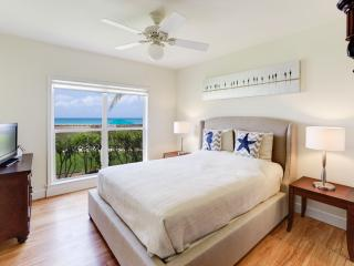 New to Market - Stunning 3bd/2bth Beachfront Condo, Seven Mile Beach