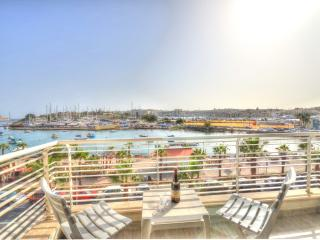 Seafront Luxury Apartment, Gzira