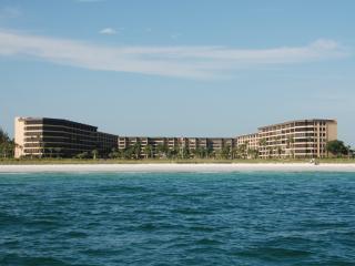 Beautifully Redone Gulf & Bay Beach Front Condo, Siesta Key