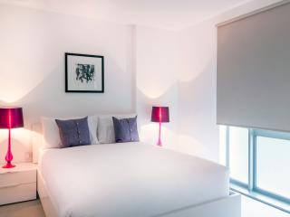 Central London Apartment (Sleeps 6)