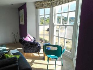 NORTH BEACH HOUSE, quality apartment with beach views, WiFi, amenities on doorstep, Tenby Ref 917916