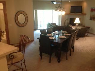 Spacious Great Room with nine foot Ceiling!  Elegant Table for 6!  We are proud of our CLEAN condo!