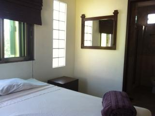 TURQUESA - Studio One Block Away from Beach with Ocean View from Balcony!, Playa del Carmen
