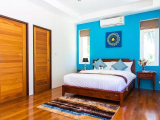 Master bedrooms have all sea view