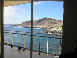 Magnifico apartamento con gran terraza, vistas al mar y paisaje volcanico, 2 hab