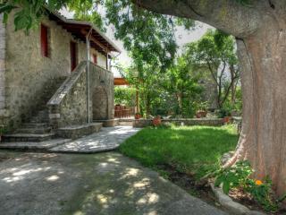Menelia Cottage, Perigiali