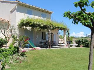 Maison Vue Luberon équipée pour les enfants, Cheval-Blanc