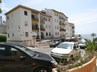 Large 3 bedroom 2 bathroom apartment, beside beach, Benalmádena