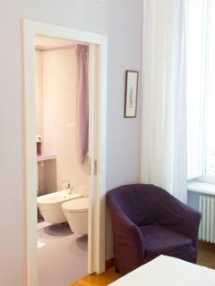 Lilac room with en-suite bathroom