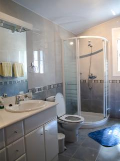 Badezimmer mit Dusche, bath room with shower
