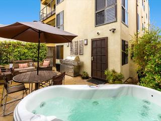 Steps to the sand - Perfect La Jolla Condo- private hot tub and patio