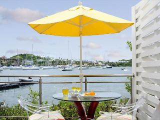 Gorgeous 2 bedroom townhouse at Coral Beach Club | Island Properties