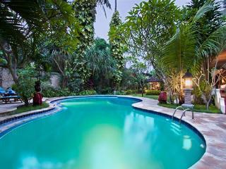 Villa Baliana - Mins Walk to Kumala Pantai & Beach