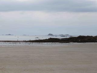 Bel et grand appartement bien decore  petite vue mer Proche plage de Rochebonne