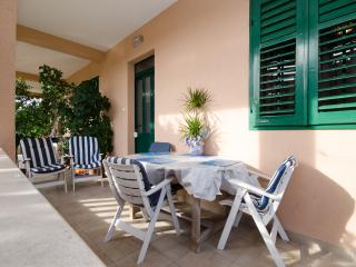 Apartment Daniella Trogir - 100 m from the sea