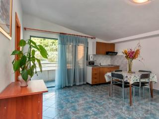 Apartment Poppy 14 for 4 with AC, Makarska