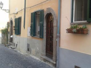 appartamento indipendente centro storico, Tuscania