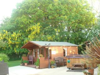 Pear Tree Lodge with Hot Tub, Patrington