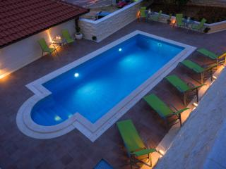 Villa Kogo Apartment 2 with a swimming pool, Hvar
