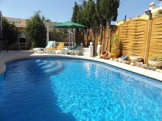 Family villa with pool, 4 persons. Casa Mirada.