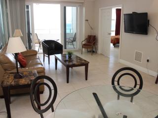Ocean Front With Balcony Completely Renovated, Fort Lauderdale