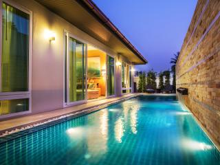 The Ville Grande Pool Villa - 4Bedrooms (C12), Pattaya