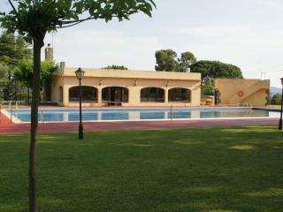 HOLIDAY HOME WITH SHARED POOL, Santa Cristina d'Aro