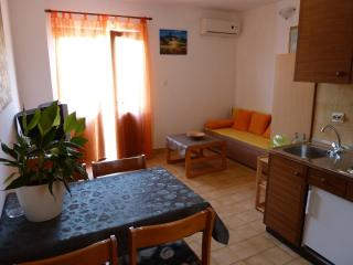 Apartments Tomic A2(2+2)