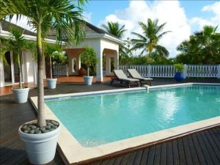 3 Bedroom Villa with Pool in Orient Bay