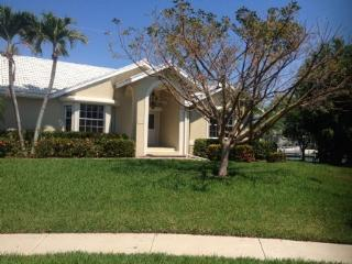 Great Family Vacation Home centrally located on the Island, Marco Island