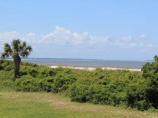 Lighthouse Point Beach Club - Unit 36A - Swimming Pools - Tennis Courts - FREE Wi-Fi, Isla de Tybee