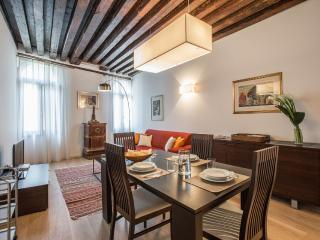 Julian 1 - Two bedroom flat just off San Mark's Square, Venecia