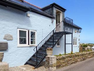 THE BLUE HOUSE, WiFi, flexible zip/link bedroom, first floor balcony and patio with amazing views in the heart of Tintagel, Ref 924394