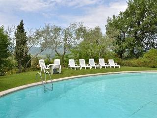 I5.232 - Villa with pool i...