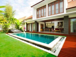 3 Bedroom Villa Sekar Agung - Outskirt Seminyak