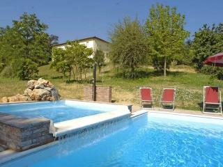 I5.549 - Villa with pool i...
