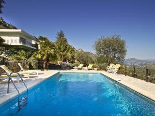 06.129 - Spacious villa wi...