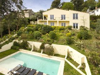 06.329 - Villa with pool a..., Vence
