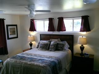 Marshall House, 4 Bedroom - in Town Spring Rates!!