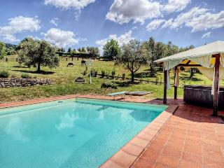I5.504 - Villa with pool n...