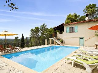 83.235 - Villa with pool i...