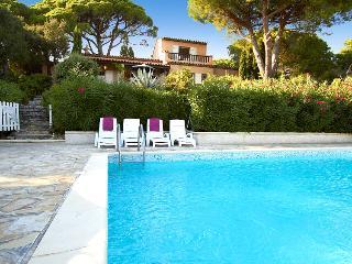 83.525 - Villa with pool i...