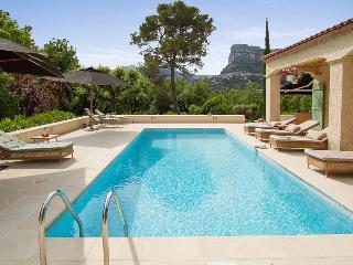 06.740 - Pool villa in La ...