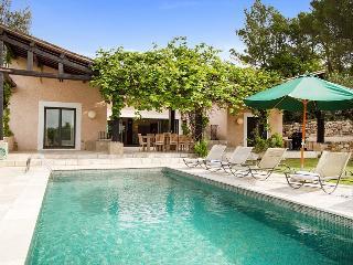83.875 - Villa with pool i...