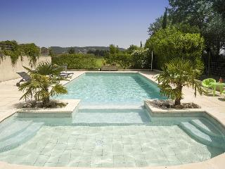 84.1591 - Villa with pool ...